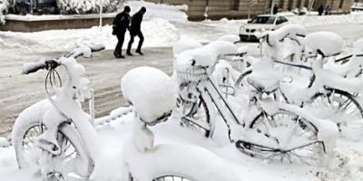 La capital de Estados Unidos amaneció hoy bajo más de un metro de nieve