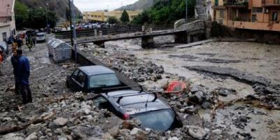 Los deslizamientos de tierra amenazan con sepultar a dos pueblos del sur de Italia