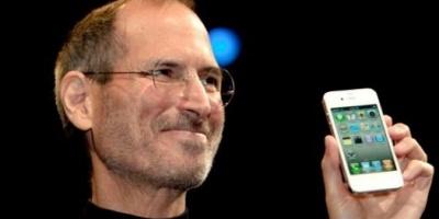 La cuarta generación del iPhone llega al mercado; se trata de un telefono más delgado y con cámara frontal