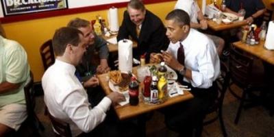 Obama y Medvedev hablaron de política entre hamburguesas y fritas