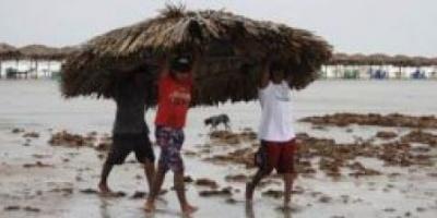El huracán Alex impactó en el noroeste de México y obligó a evacuar a miles de personas