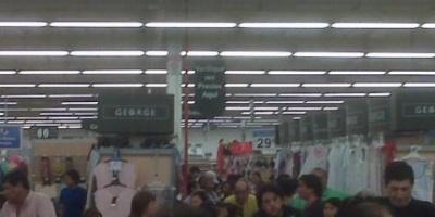 """Clientes de Walmart llaman a """"huelga de changos"""""""